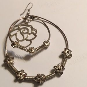 Gorgeous Vintage Earrings. Detailed Design! A105